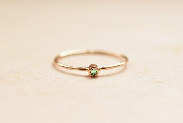 mini solitaire émeraude bague fine bijoux lyon