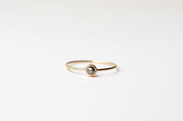 bague fine solitaire diamant gris mille grains