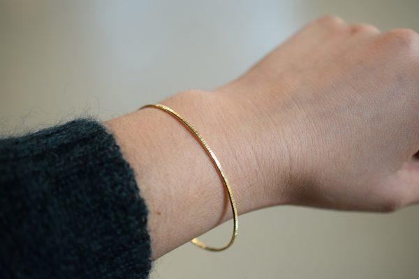 bracelet or jonc fin ciselé lyon