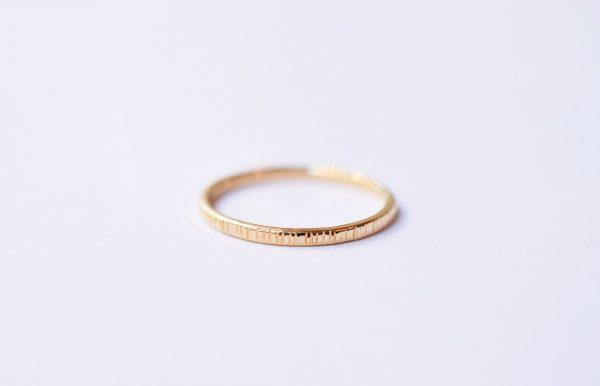 Alliance ciselée or bague bijoux lyon créateur