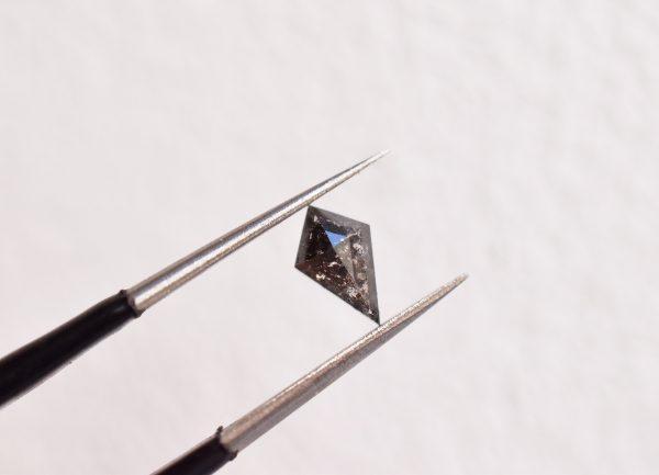 diamant poivre et sel losange bijoux sur mesure