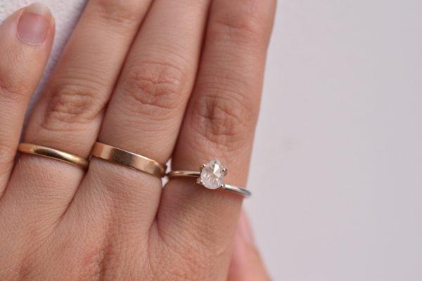 diamant poire bague de fiançailles sur mesure