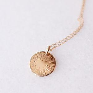 médaille soleil ciselée bijoux créateur lyon collier or