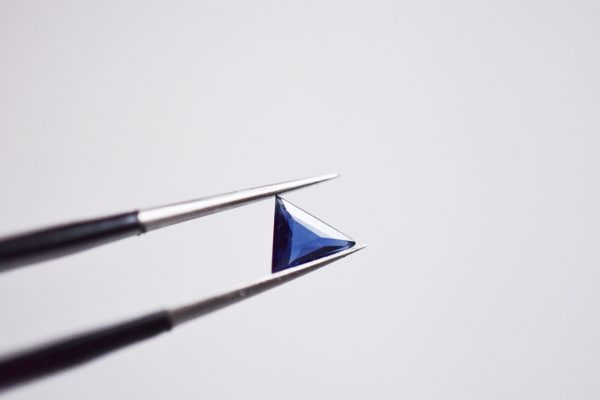 saphir triangle géométrique bijoux lyon