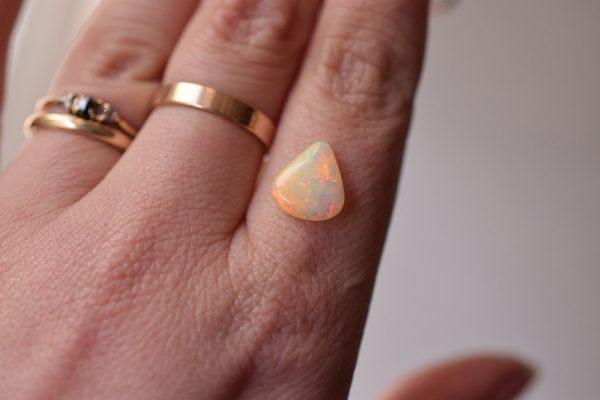 Opale blanche triangle
